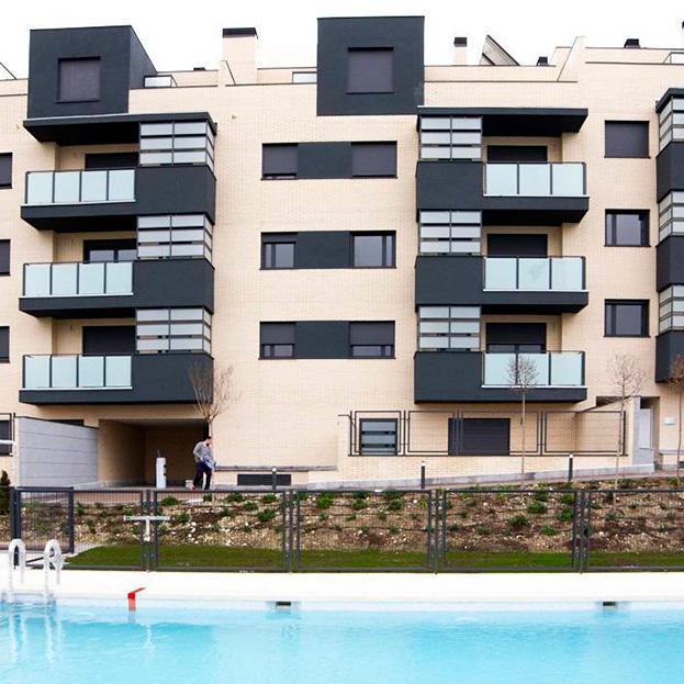 52 viviendas en bloque, garaje, trasteros y piscina. Residencial INFANTA III