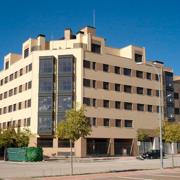 72 viviendas VPPB en bloque, local comercial, garaje y trasteros. Residencial PARIS
