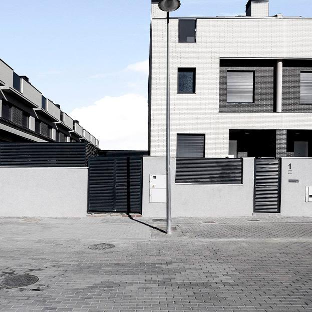 54 viviendas unifamiliares, garaje y piscina. Residencial TRES ROBLES