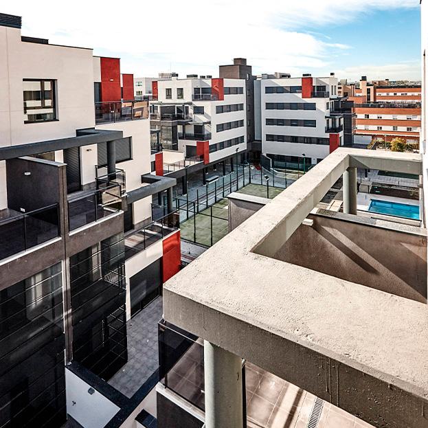 82 Viviendas VPPL en bloque, local comercial, trasteros, garaje y piscina. Residencial GALATEA