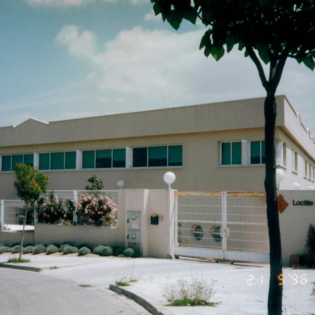 Edificio industrial y de oficinas